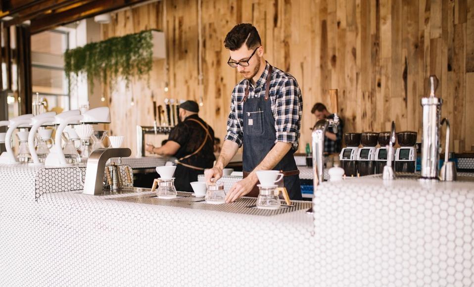 Kako upravljati sa novom generacijom konobara?